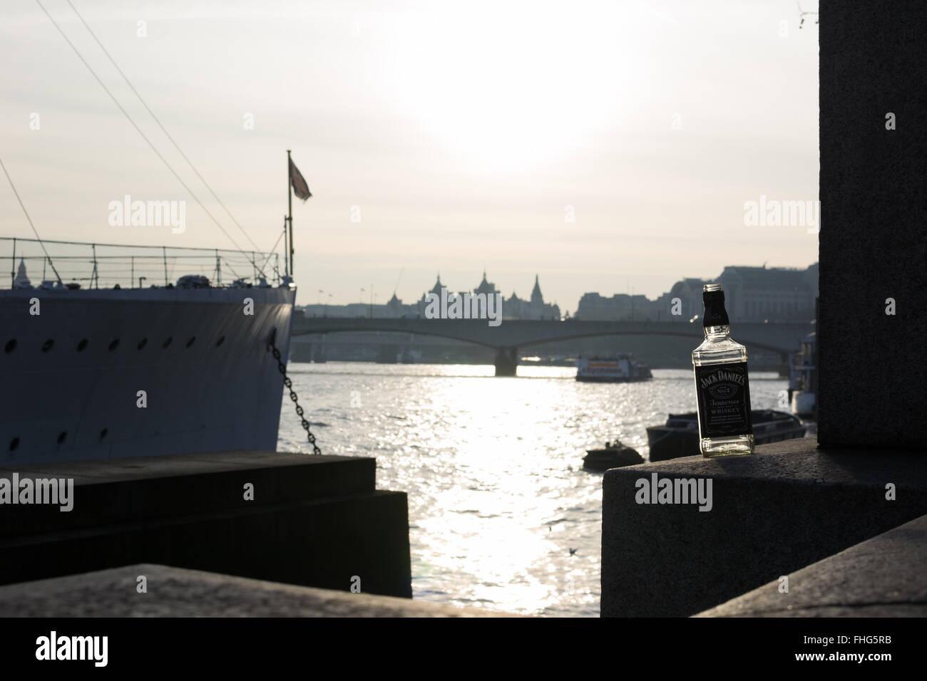 Londres, Angleterre, Jack Daniels sur l'eau Photo Stock