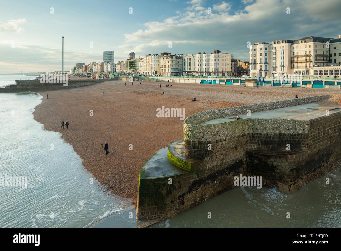 Après-midi d'hiver sur le front de mer de Brighton, East Sussex, Angleterre. Photo Stock