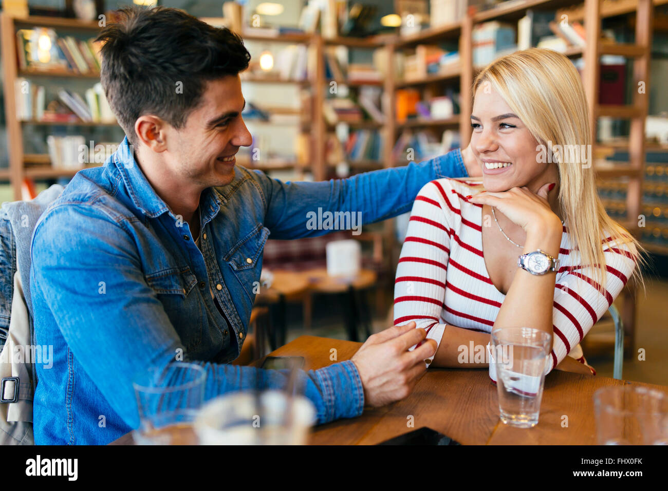 Beautiful couple in love flirting in cafe et le collage Photo Stock