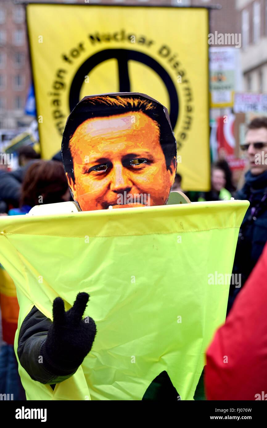 Londres, Royaume-Uni. Feb 27, 2016. Anti-Trident participants se rassemblent à Marble Arch à mars à un rassemblement à Trafalgar Square pour protester contre le renouvellement de la force de dissuasion nucléaire Trident Credit: PjrNews/Alamy Live News Banque D'Images