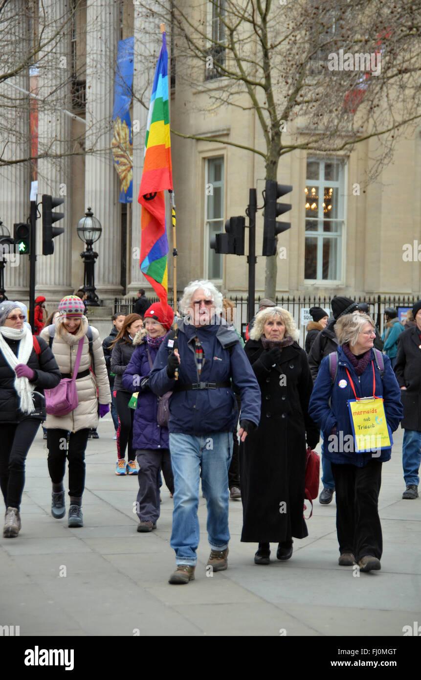 Londres, Royaume-Uni. Feb 27, 2016. Caroline Lucas à Trafalgar Square pour la campagne pour le désarmement nucléaire CND Arrêter le Trident de mars. Credit: JOHNNY ARMSTEAD/Alamy Live News Banque D'Images