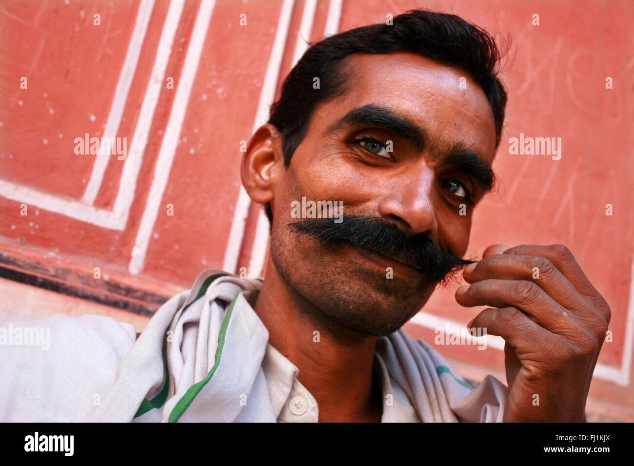 L'homme du Rajasthan avec moustache , Jaipur, Inde Banque D'Images