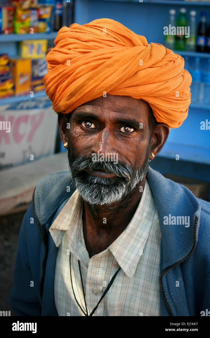 L'homme du Rajasthan avec turban et moustache dans Jaisalmer , Inde Banque D'Images