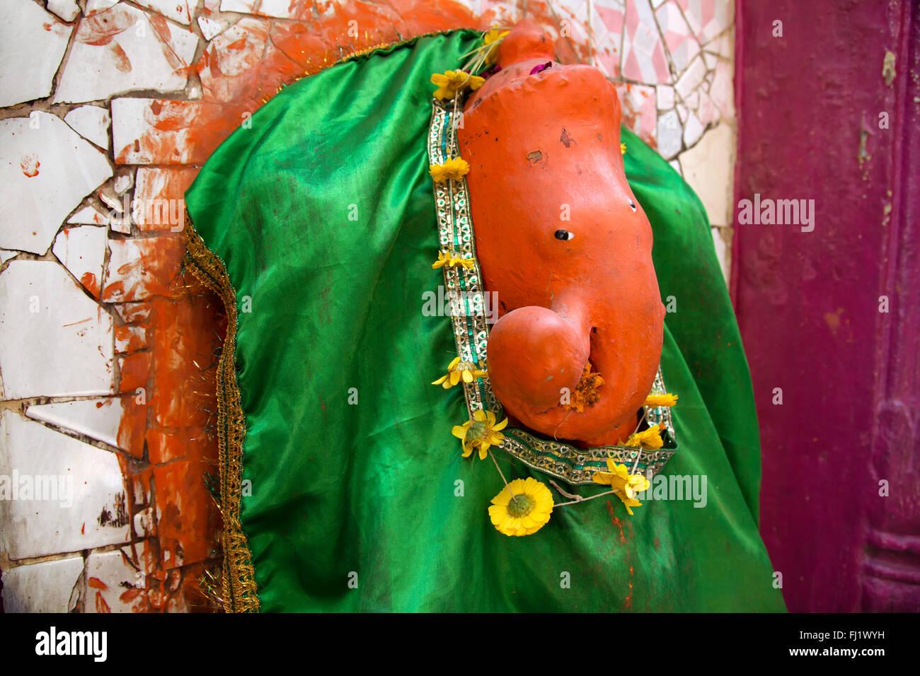 Statue de Ganesh à Varanasi, Inde - Architecture et tous les jours la vie de rue Photo Stock
