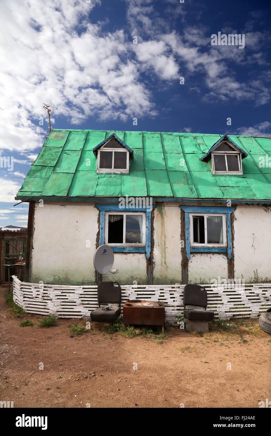 Vieux et pauvre maison traditionnelle en Mongolie Photo Stock