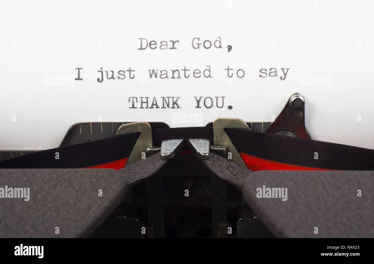 """Mots """"Merci"""" à Dieu sur la vieille machine à écrire. Lettre à Dieu. Photo Stock"""