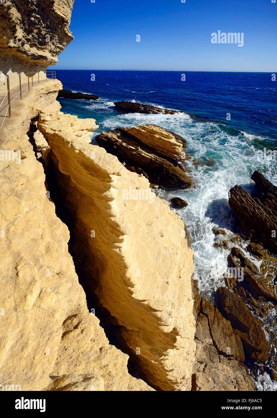 """Sentier à la côte escarpée, les dessous de """"escalier du roi d'Aragon"""", France, Corse, Photo Stock"""