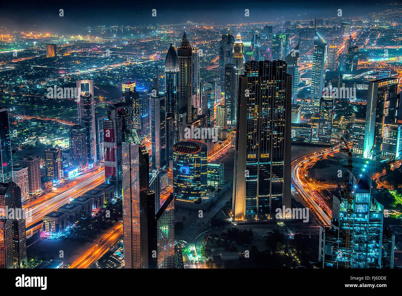 La ville de Dubaï par nuit Photo Stock