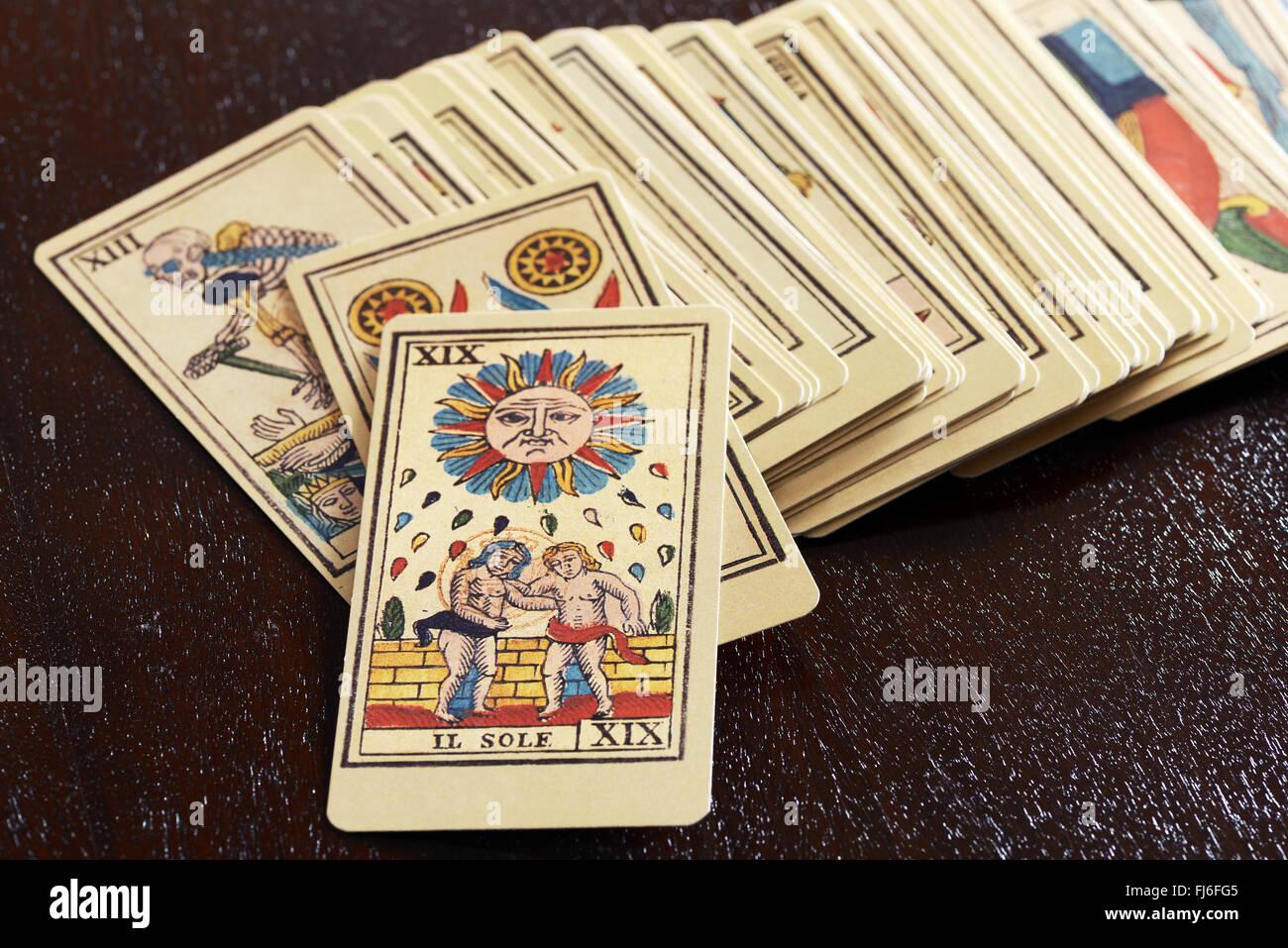 Ancien jeu de cartes de tarot picturale Photo Stock