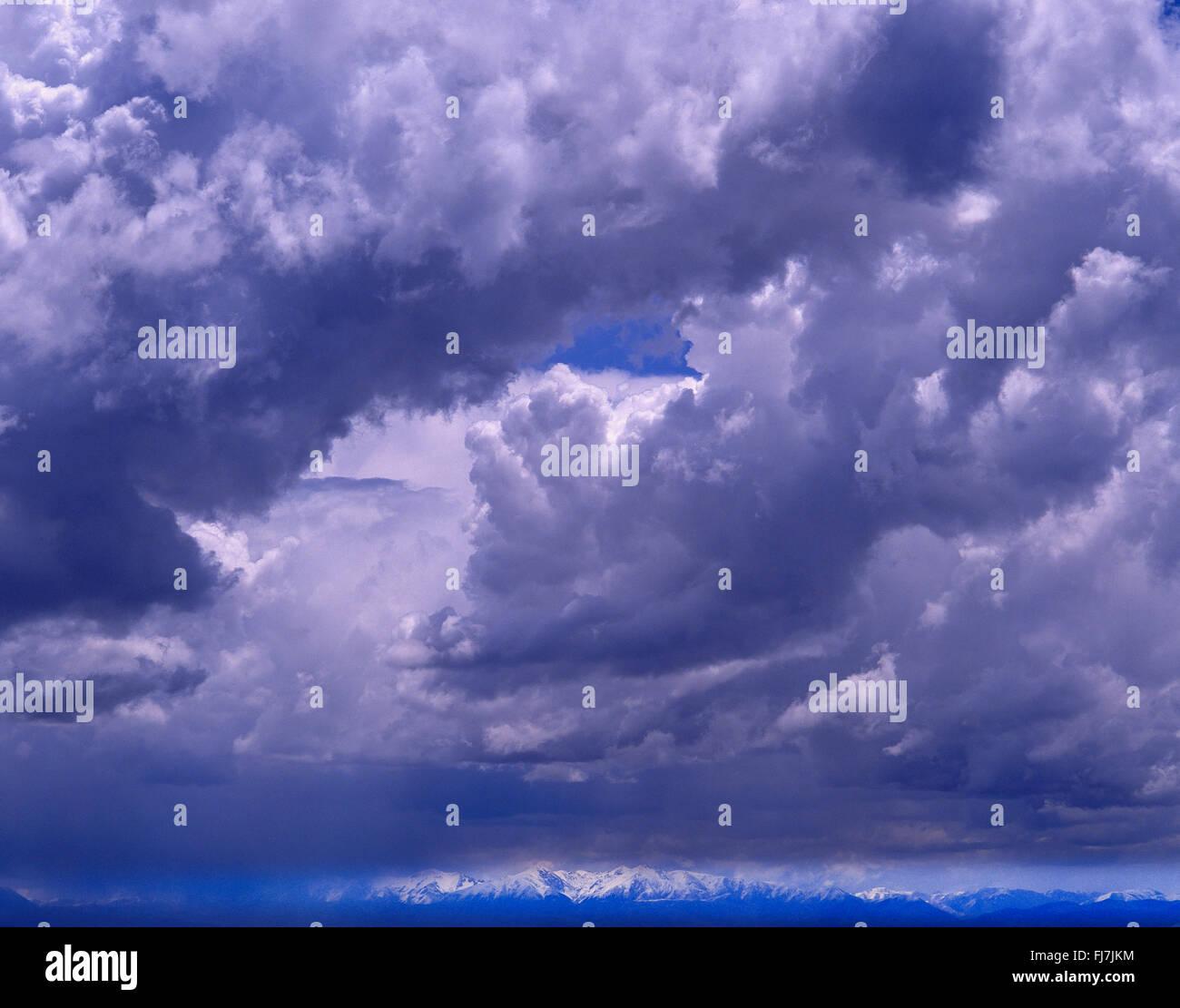 Ciel orageux sur le Sud de l'Alp mountains, Christchurch, Canterbury, île du Sud, Nouvelle-Zélande Banque D'Images