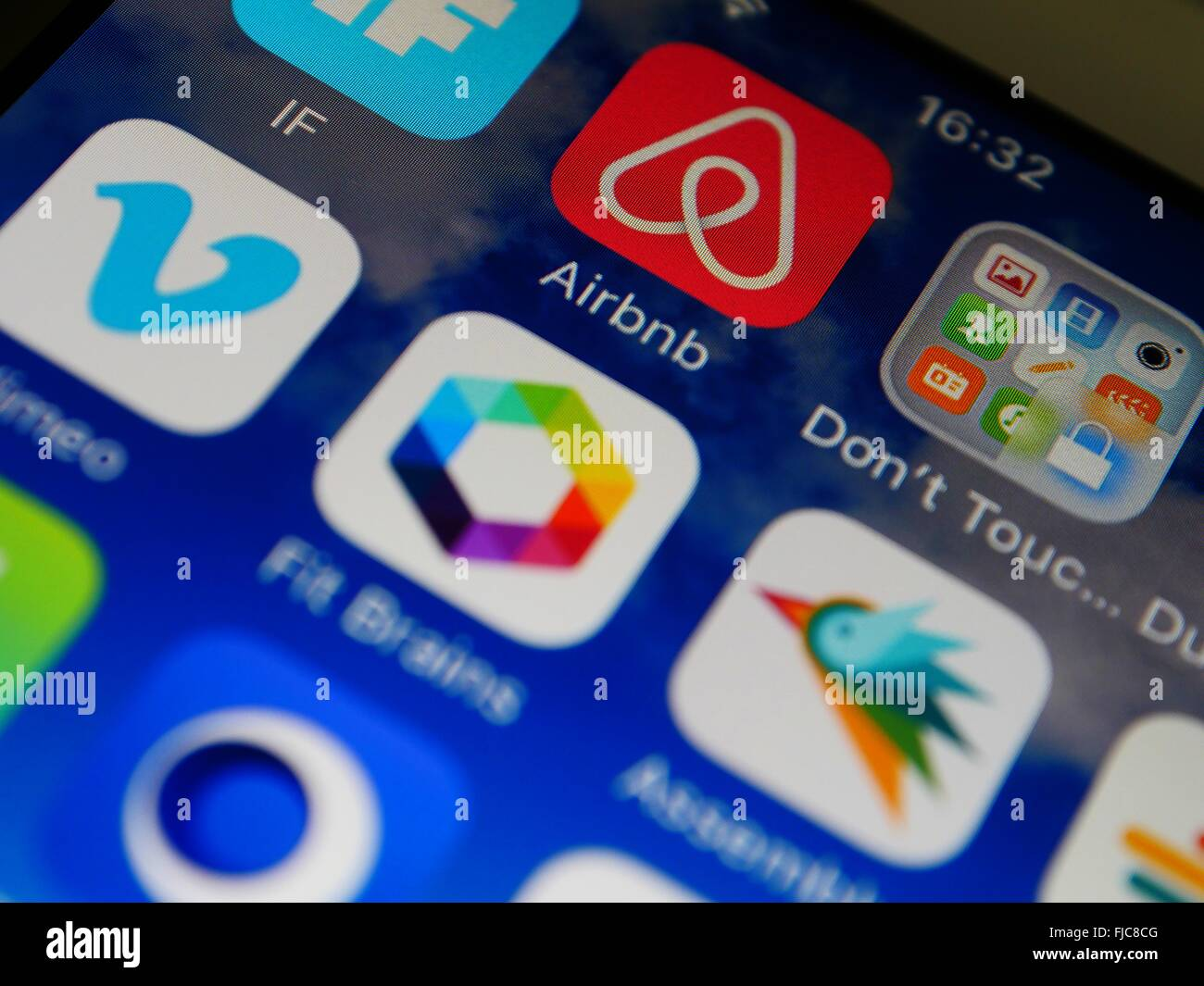 Écran Apple Iphone apps montrant notamment Airbnb Photo Stock