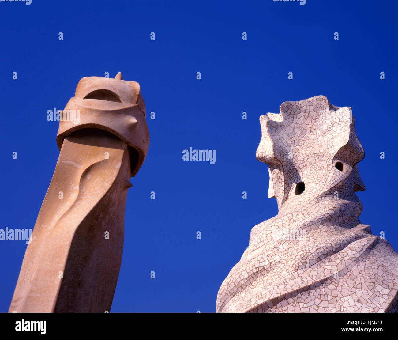 5 Spain-May,Barcelone, 2010 ; cheminées sur le toit de La Pedrera, ou Casa Mila par Antonio Gaudi, le Photo Stock
