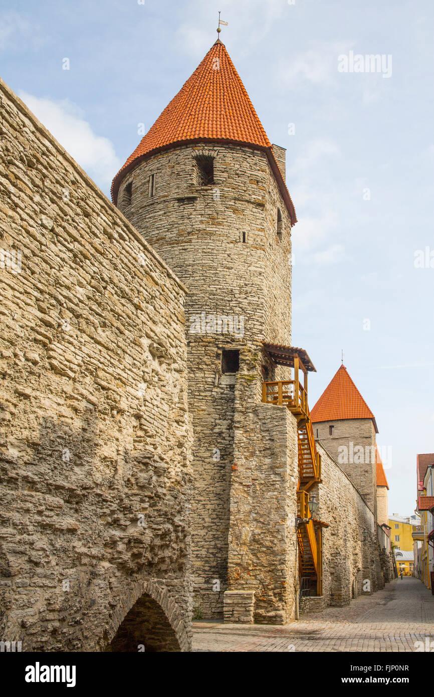 Géographie / billet, l'Estonie, Tallinn, ville médiévale de fortifications avec des promenades Photo Stock