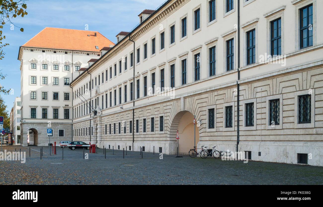 Ministère bavarois de l'économie, ouvert en 1938 comme Luftgaukommando Süd, façade donnant Photo Stock