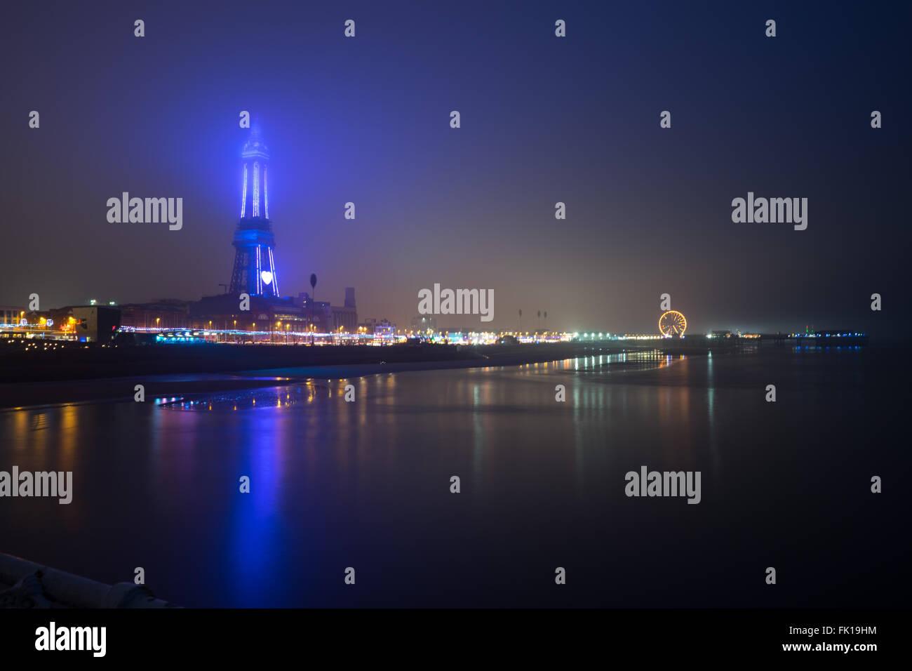 La tour de Blackpool dans le brouillard Photo Stock