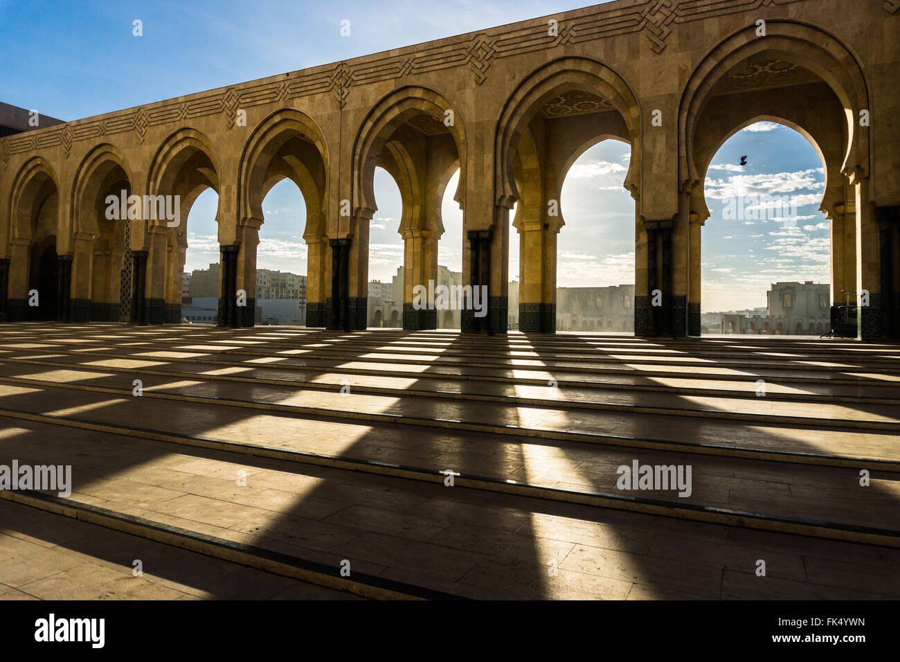 Shadows coffré par Mosquée Hassan II. Photo Stock
