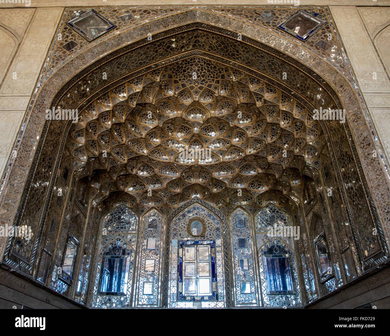 Détail de toit de talar safavide et le travail à la 17e siècle Chehel Sotun pavilion, Isfahan, Iran Photo Stock