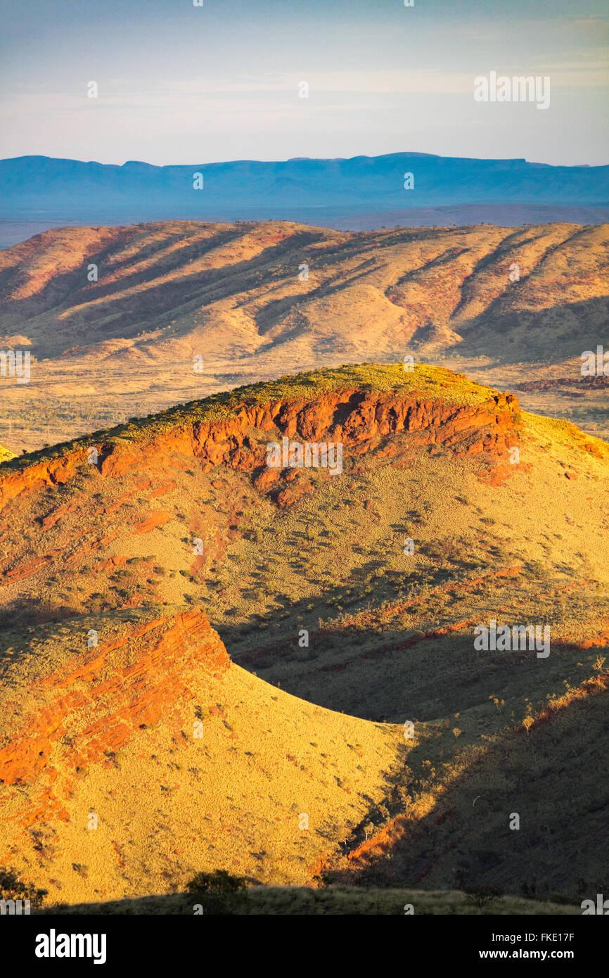 La région du Pilbara près de Tom: à partir de la colline sans nom, dans l'ouest de l'Australie Photo Stock