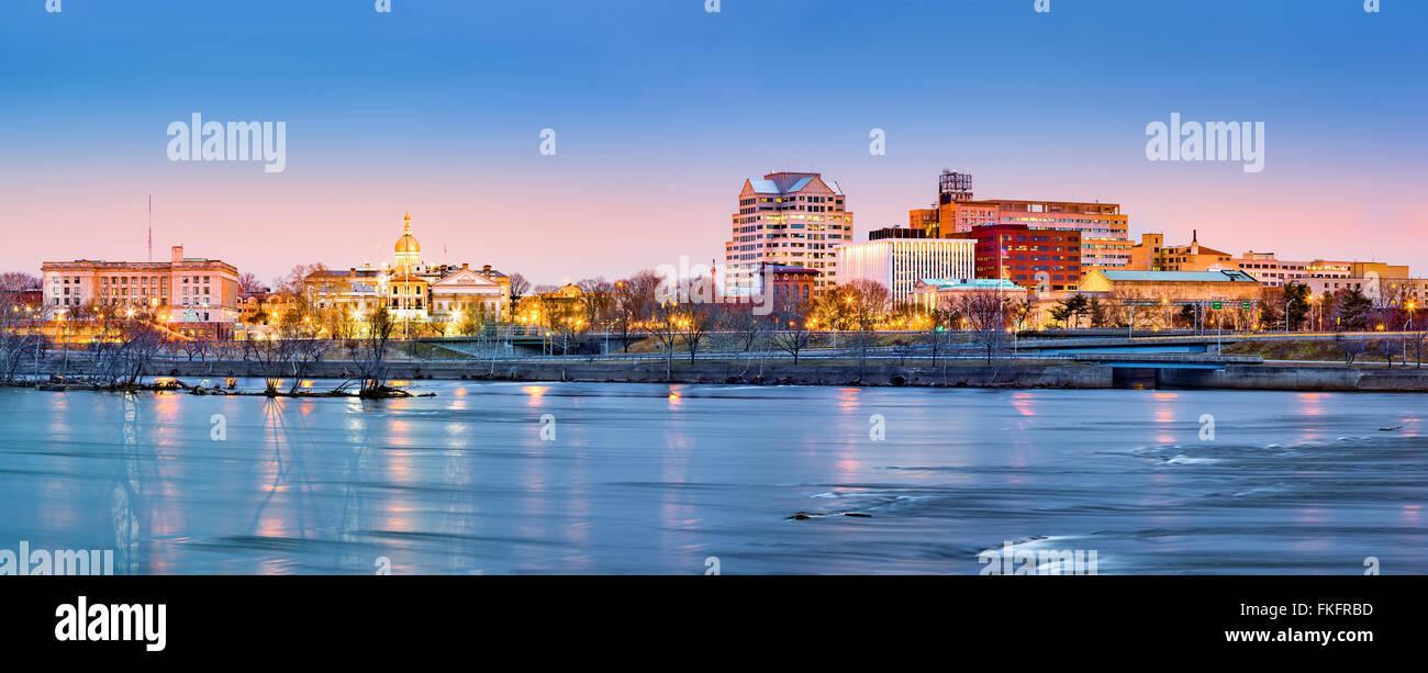 Trenton skyline panorama à l'aube. Trenton est la capitale de l'État américain du New Jersey. Photo Stock