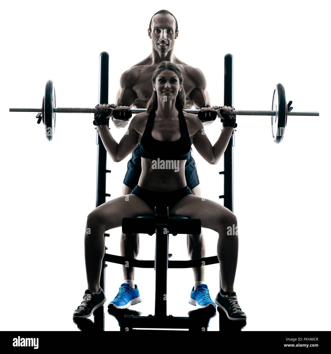 Un couple l'exercice musculation fitness exercices en studio en silhouette isolated Photo Stock