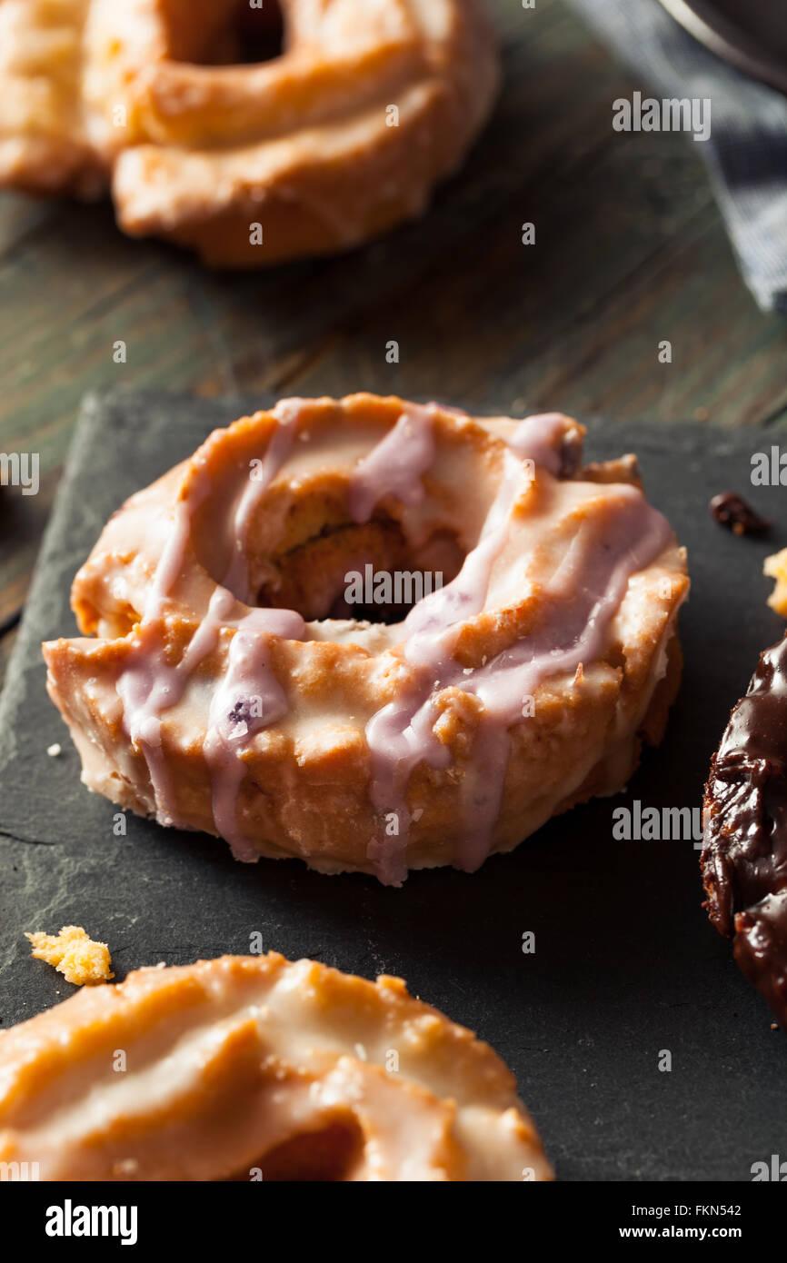 L'ancienne maison des beignets avec du chocolat et glaçure Photo Stock