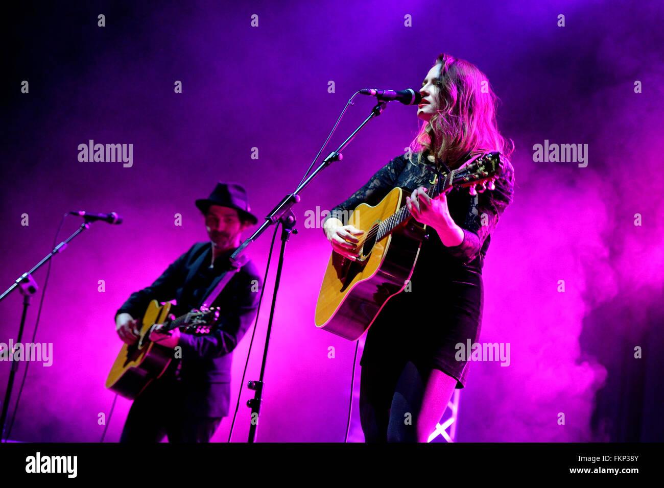 BILBAO, ESPAGNE - NOV 01: Dawn Landes (band) musique live show à Bime Festival le 01 novembre 2014 à Photo Stock