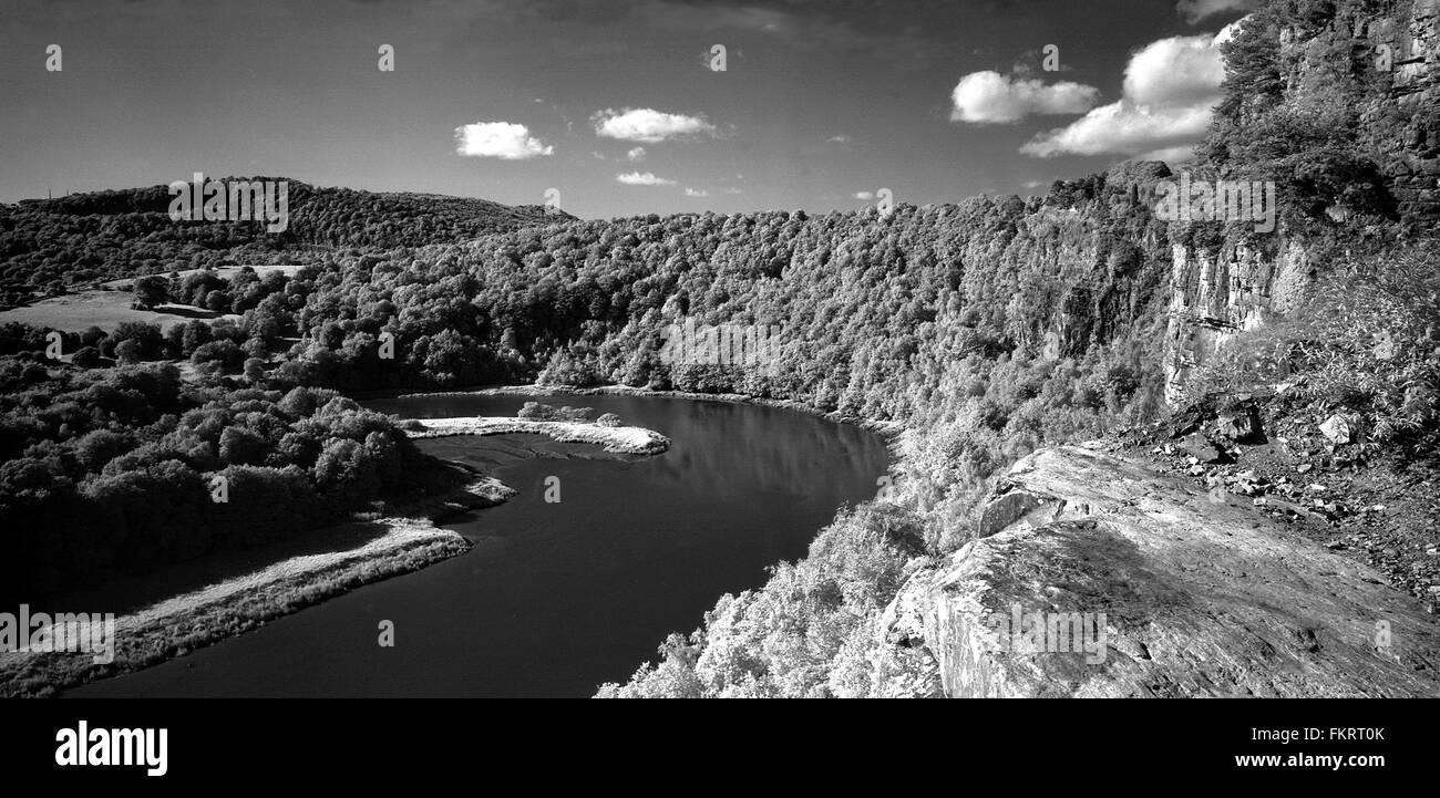 Wintour's Leap dans la rivière Wye près de Chepstow. B/W, horizontal avec infra rouge Photo Stock