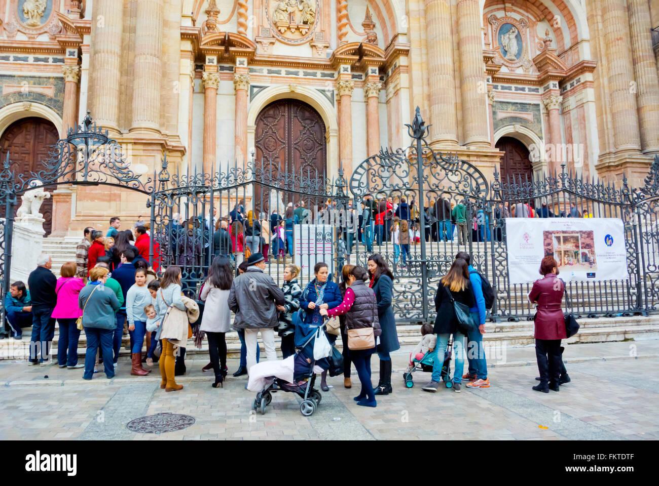 File d'attente à la Cathédrale, la Plaza Obispo, vieille ville, Malaga, Andalousie, Espagne Photo Stock