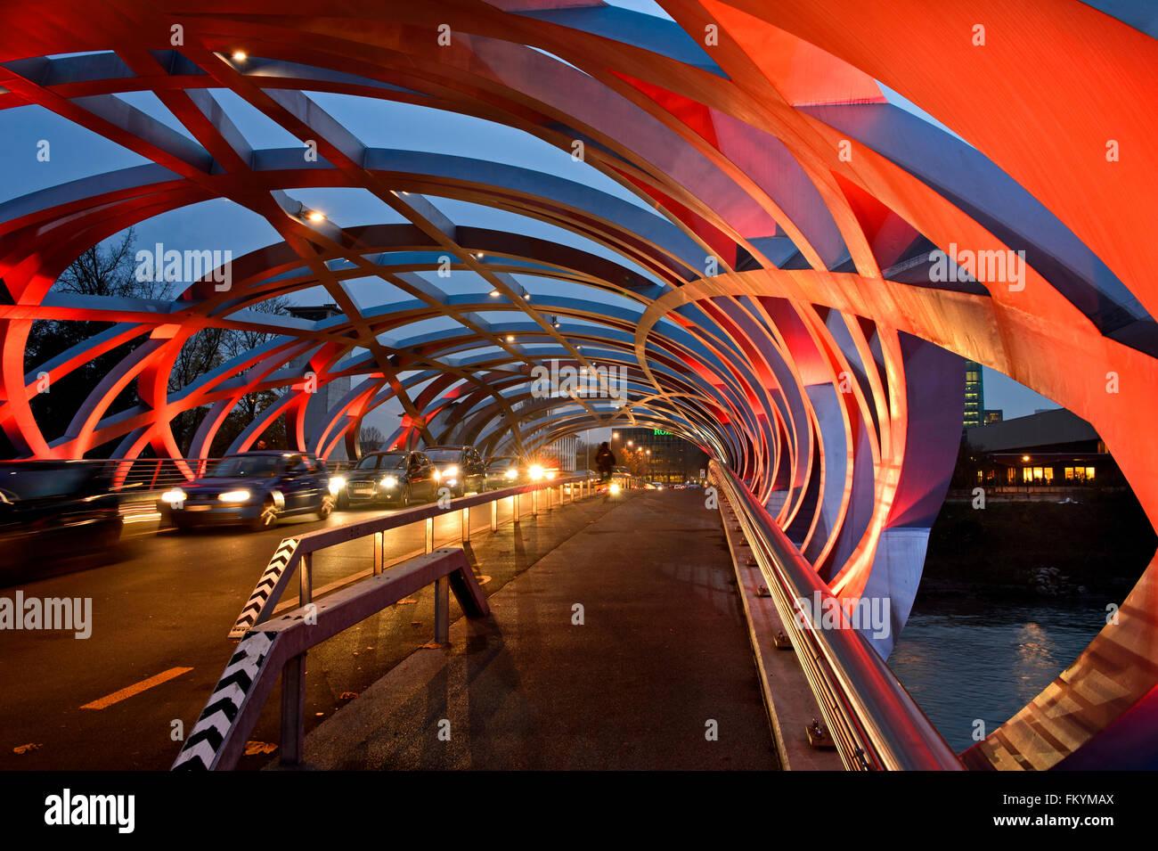 Les effets de lumière sur la structure de support tubulaire du pont de Hans Wilsdorf, Canton de Genève, Photo Stock