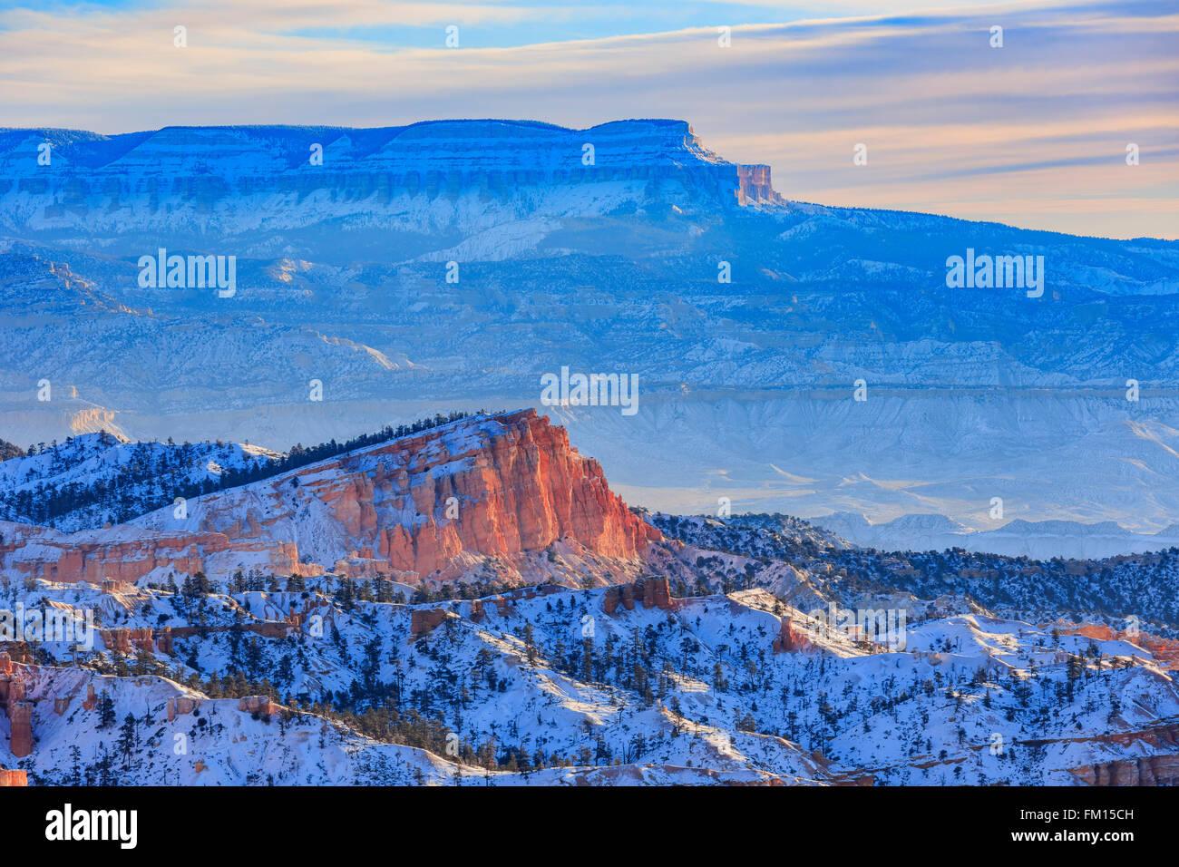 Superbe vue sur le lever du soleil, le Parc National de Bryce Canyon à l'Utah Banque D'Images
