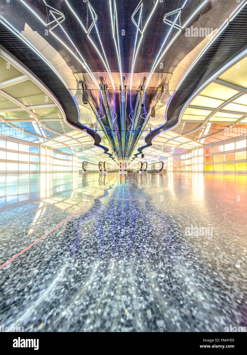 Aéroport International de Chicago O'Hare. Tunnel entre halls B et C de l'aérogare avec déménagement Photo Stock