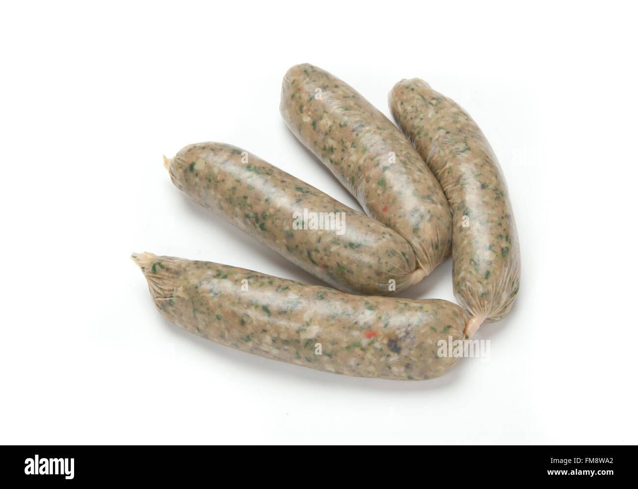 Deux paires de saucisses végétariennes dans les saucisses fraîches dont la teneur en viande est remplacée Photo Stock