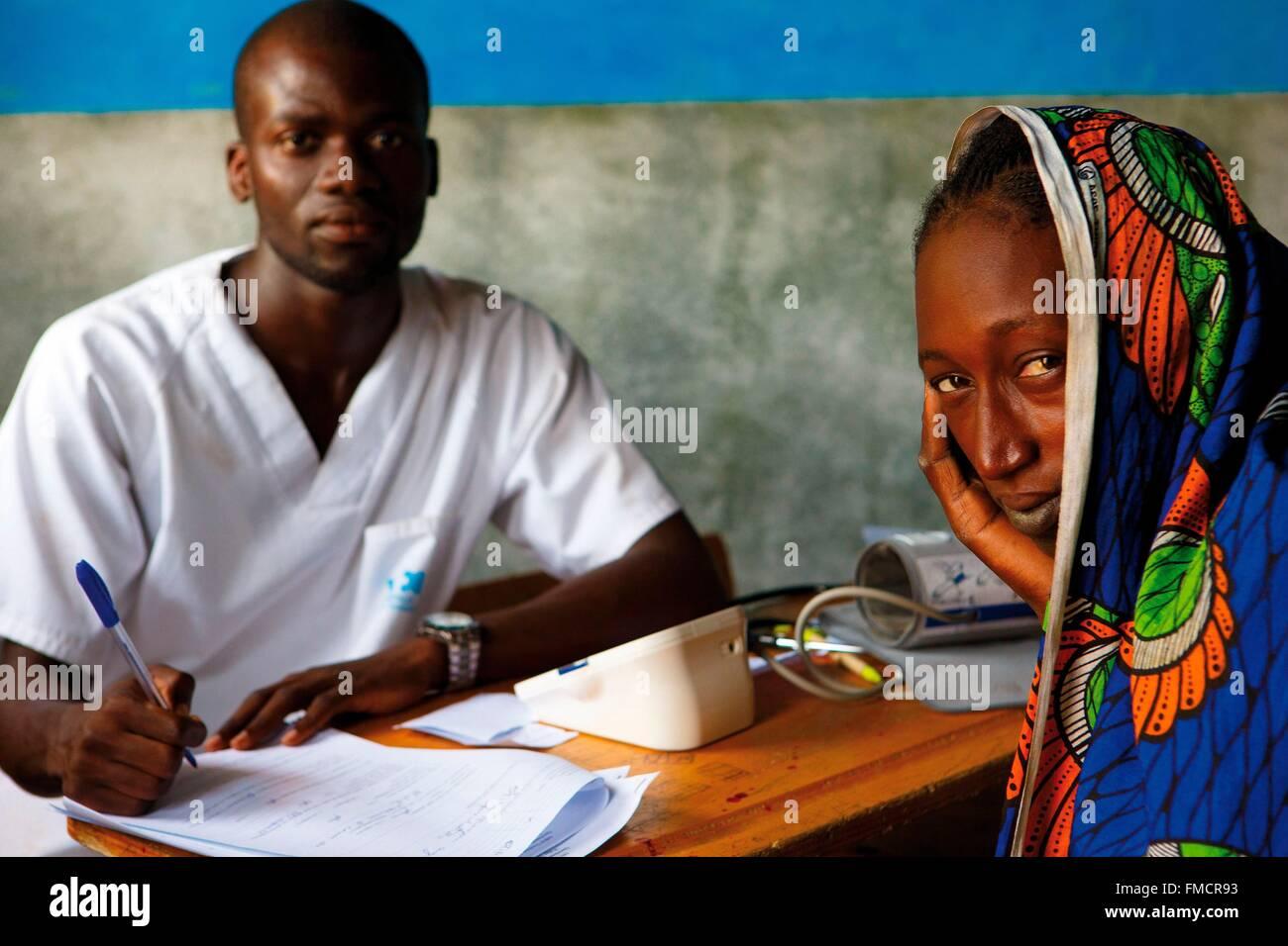 Sénégal, Sahel, région de Ferlo, Widou Thiengoly, clinique de consultation Photo Stock