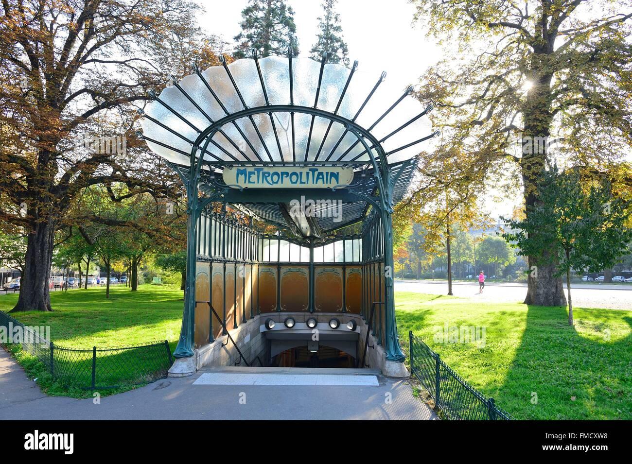 France, Paris, Porte Dauphine station de métro dans un style Art Nouveau d'Hector Guimard Photo Stock