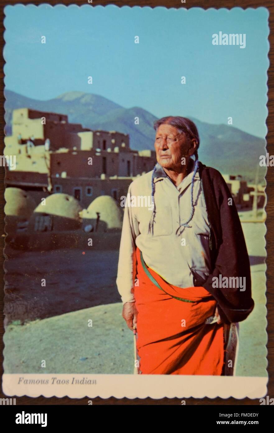 Les indiens taos célèbre carte postales anciennes de l'homme des tribus amérindiennes et chemise Photo Stock