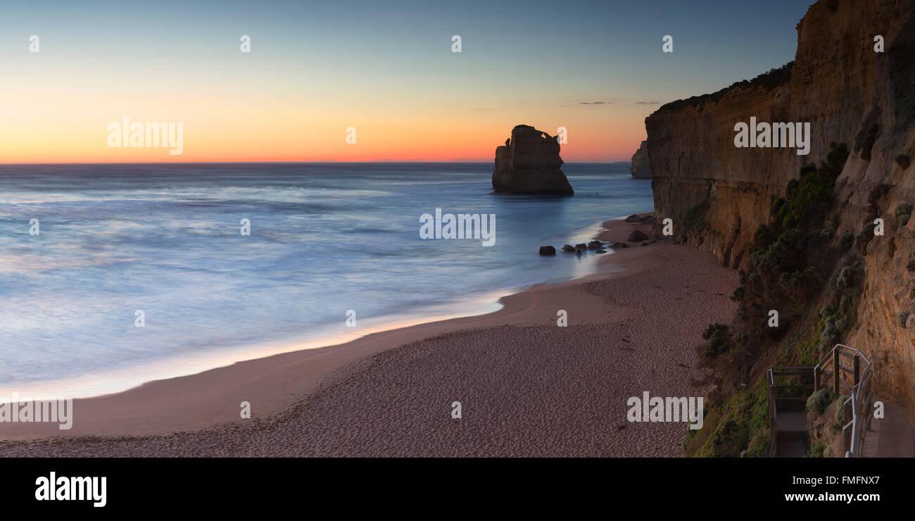 Plage de Gibson Steps au coucher du soleil, Port Campbell National Park, Great Ocean Road, Victoria, Australie Photo Stock