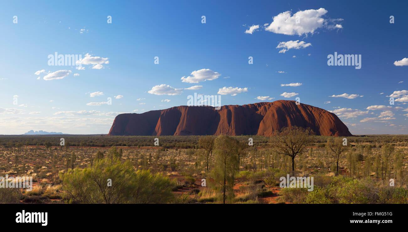 Uluru (Site du patrimoine mondial de l'UNESCO), Parc National d'Uluru-Kata Tjuta, Territoire du Nord, Australie Photo Stock