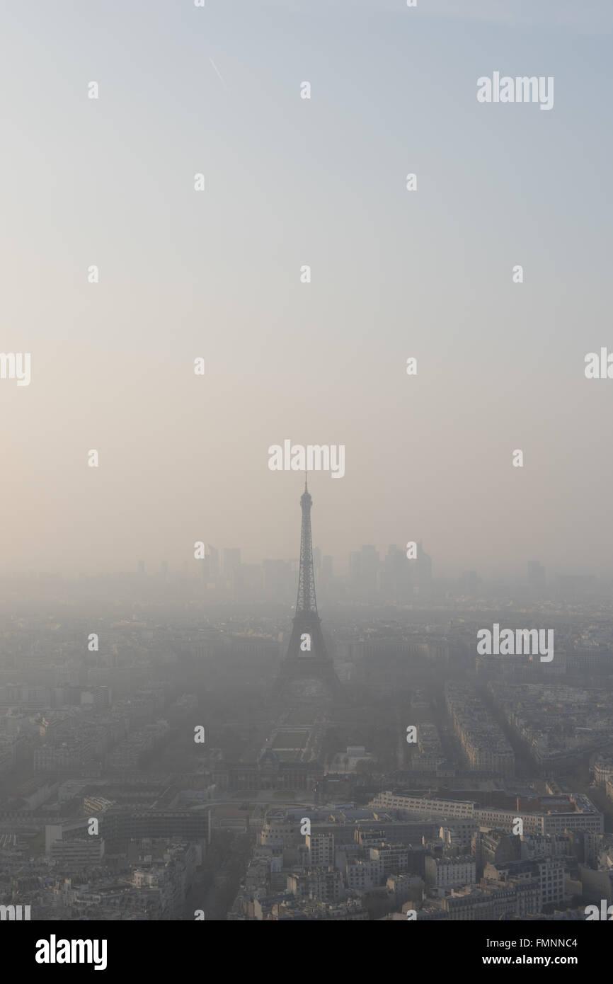 Paris, France. 12 mars, 2016. Airparif a émis une alerte à Paris après que le niveau de particules Photo Stock