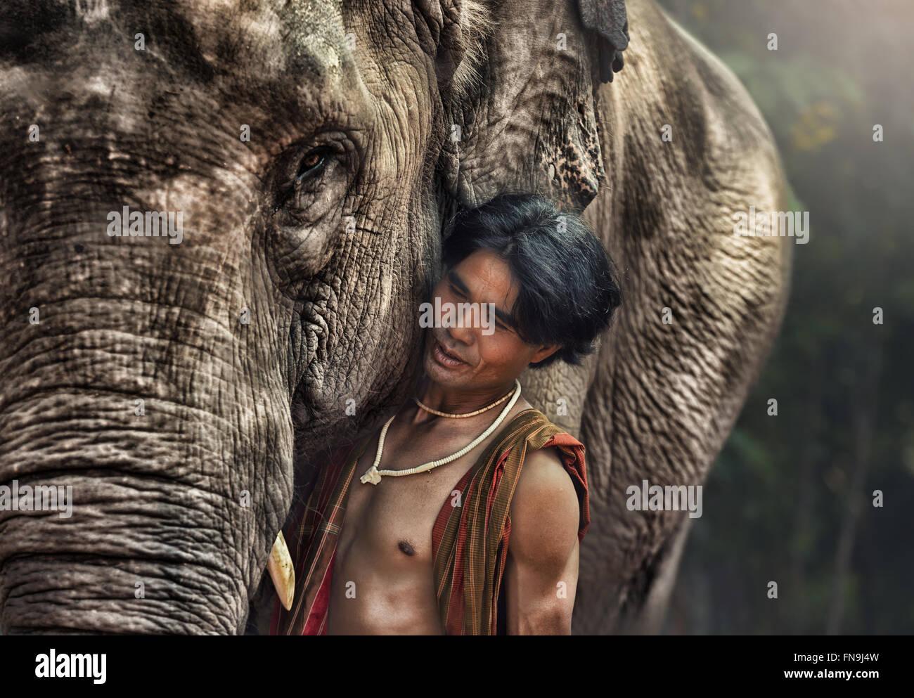 L'homme éléphant Mahout avec Photo Stock