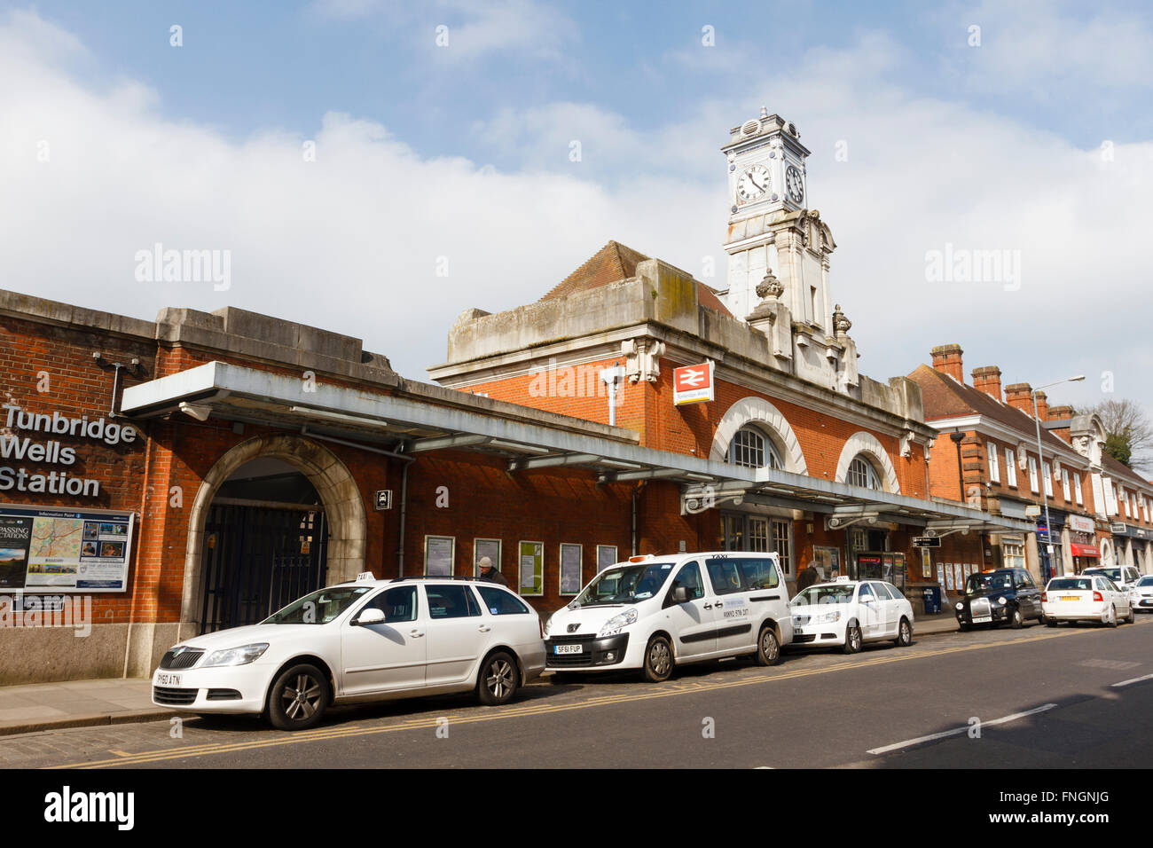 Station de taxis à la gare de Tunbridge Wells, Kent, England, UK Banque D'Images