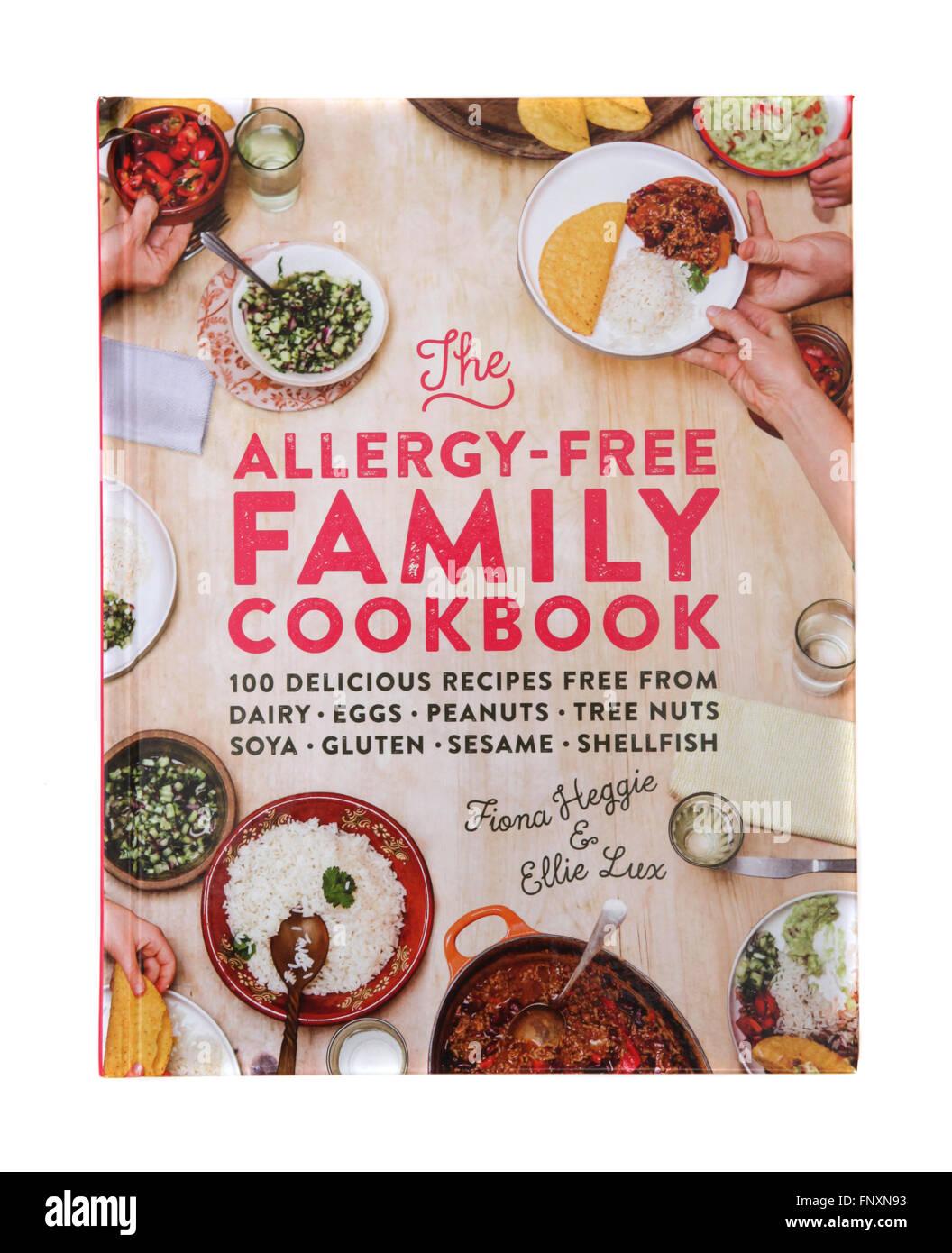 Le livre de recettes - l'allergie libre Famille Cook Book par Fiona Heggie et Ellie Lux Photo Stock