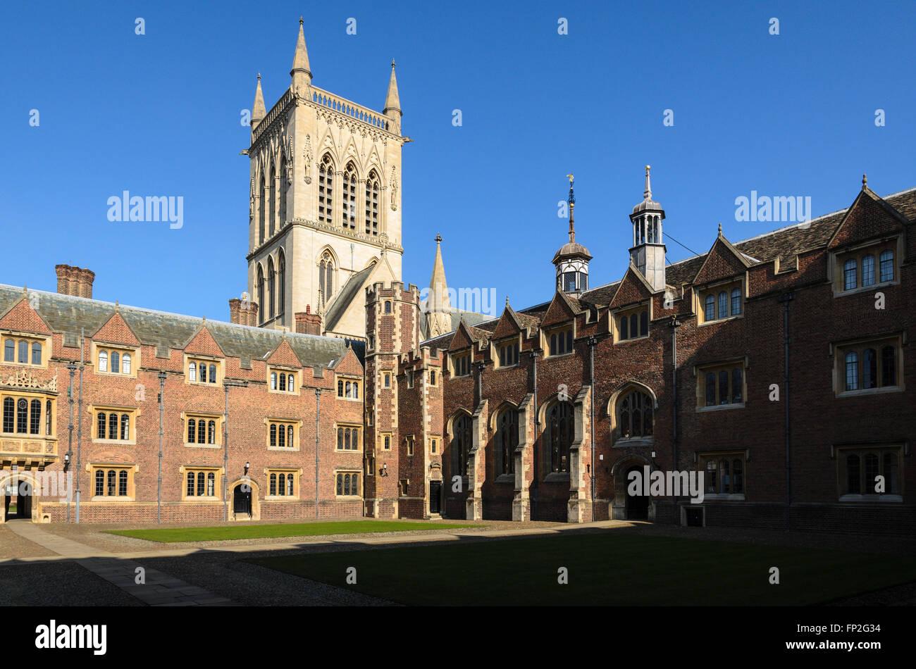 Un quad à St John's College, qui fait partie de l'Université de Cambridge, Angleterre, Royaume-Uni. Banque D'Images