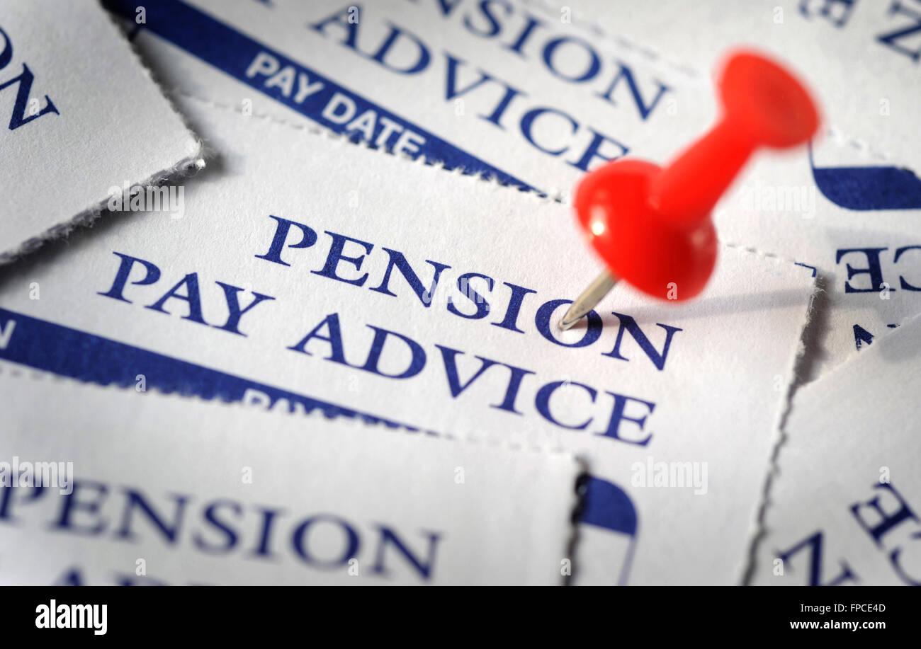 Payer la pension des feuillets de conseils avec l'axe RE SOCIÉTÉ LE REVENU DE L'ÉTAT DES PENSIONS DE RETRAITE SALAIRES Banque D'Images