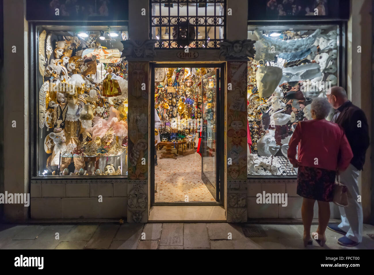 9a8c816af09d8 Window Store Illuminated Photos   Window Store Illuminated Images ...