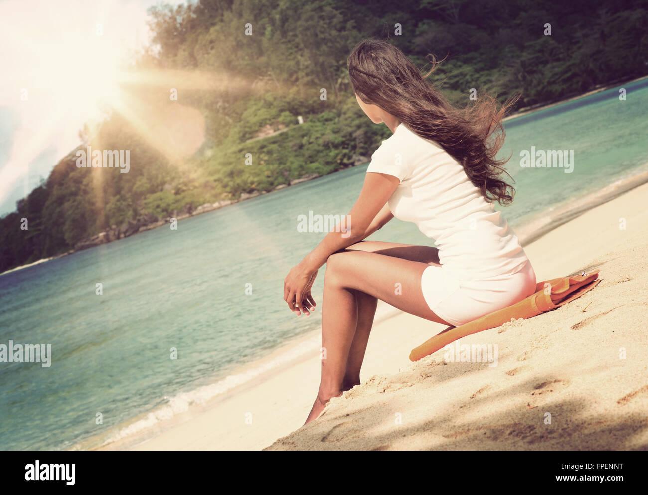 girl sitting on the beach facing the ocean photos girl. Black Bedroom Furniture Sets. Home Design Ideas