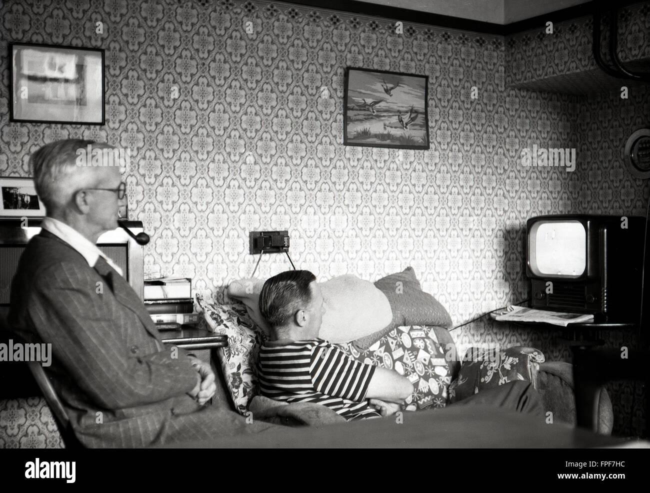 Historique des années 50, père et fils dans la salle avant de ...