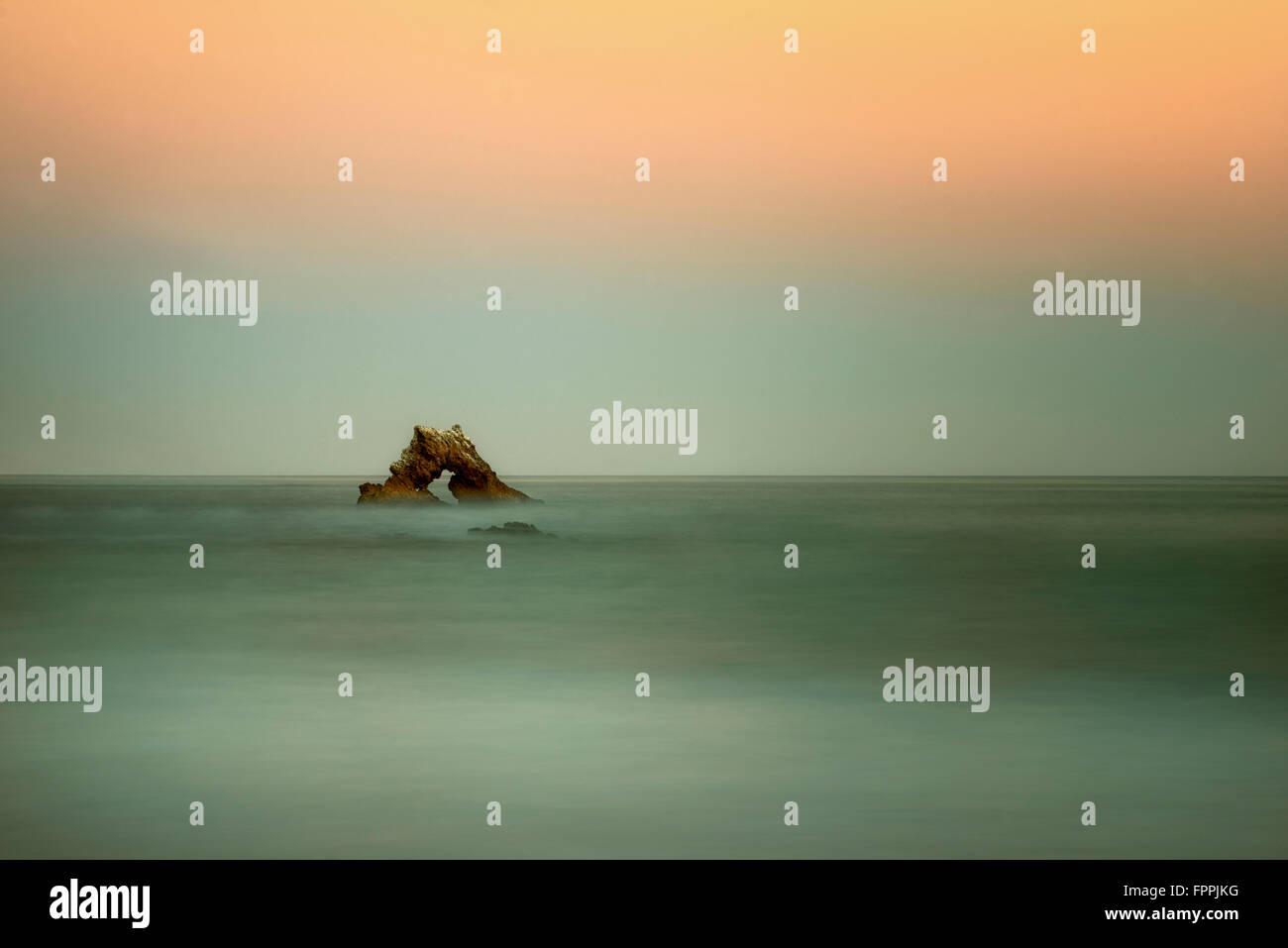 Arch Rock. Corona del Mar, Californie Photo Stock