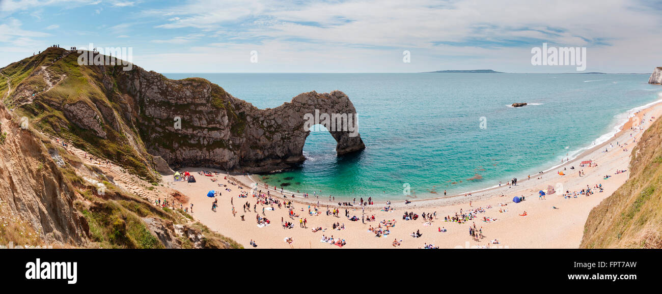 Durdle door arche calcaire naturelle et plage de galets près de crique de Lulworth, Dorset, UK Photo Stock