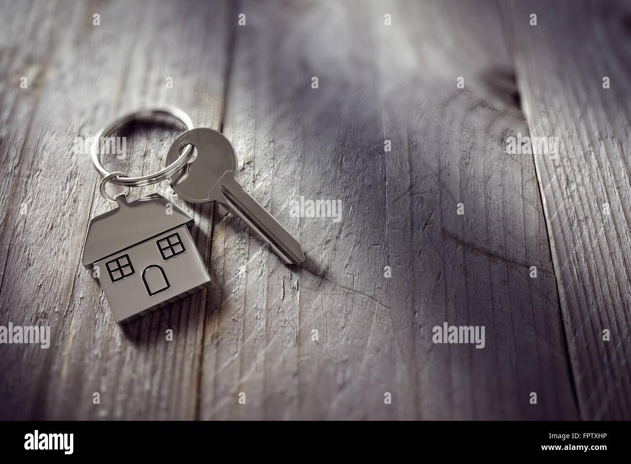 Clé sur porte-clés maison Photo Stock
