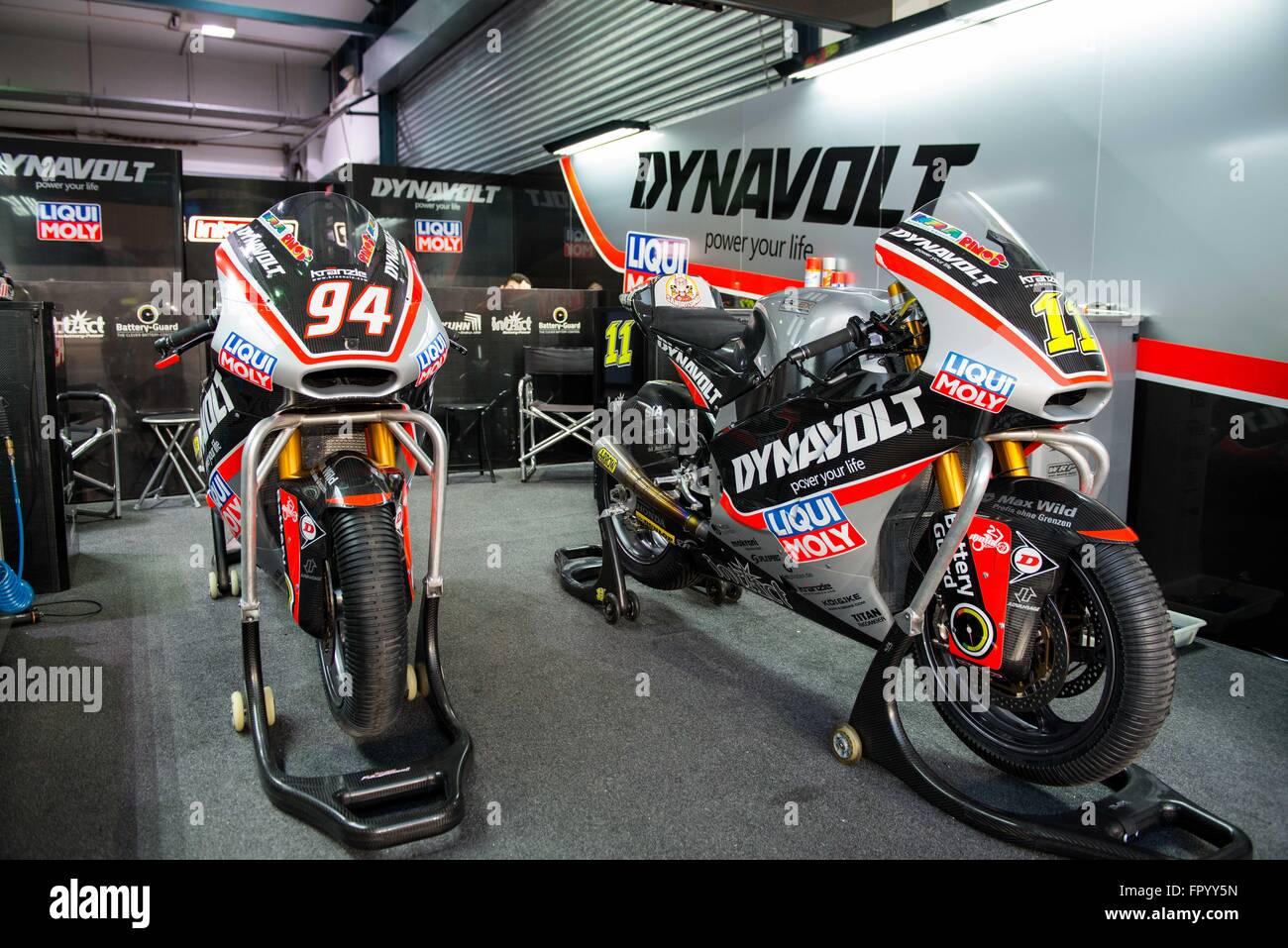 Le Circuit International de Losail, au Qatar. 19 mars 2016. L'Dynavolt Intact GP team garage pendant les qualifications Photo Stock